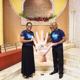 Jaqueline e Adilson faz parte do Ministério de Surdos da Igreja Central de BH. (Foto: Renata Paes)