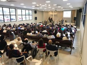 Culto de reinauguração da igreja adventista do bairro Boehmerwald. [Foto: Divulgação].