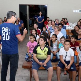 Evangelismo para a comunidade. (Foto: Dinei Avelar)