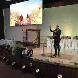 Pastor Luiz Piazze ministra palavras de motivação aos líderes (Foto: Comunicação APL)