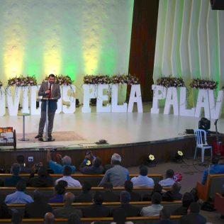 Pastor Wellington Barbosa, editor da Revista Ministério, da CPB, discorreu sobre as atribuições de um ancião de igreja e líder de grupo (Foto: Comunicação APL)