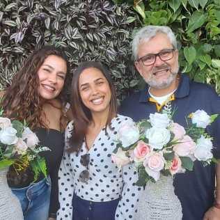 Gabriela, Elaine e Harrison são voluntários no Comunitá Rio.