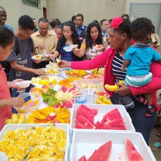 A Igreja de São Francisco promoveu uma ceia de frutas no terceiro dia do projeto (Foto: Arquivo Pessoal)