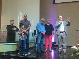 Pastor Aguinaldo, presidente da Associação Paulista Leste, faz apelo durante o Reencontro da Igreja Adventista do Tucuruvi (Foto: Arquivo Pessoal).