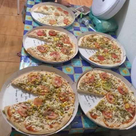 Pizzas foram usadas para criar proximidades com amigos que foram visitados(Foto: Arquivo pessoal)