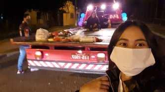 Caminhão-guincho é utilizado durante campanha de arrecadação de alimentos. [Foto: Tainá Santana de Maciel].