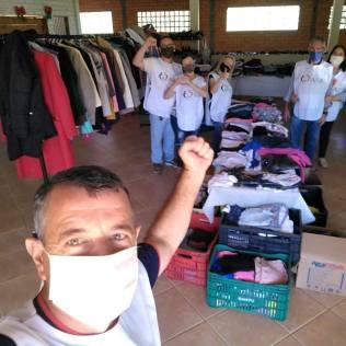 Equipe de voluntários que promoveu ação solidária[Foto: Reprodução].
