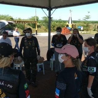 Grupo se organizou no posto da Polícia Rodoviária Estadual. (Foto: Marcos Pereira)