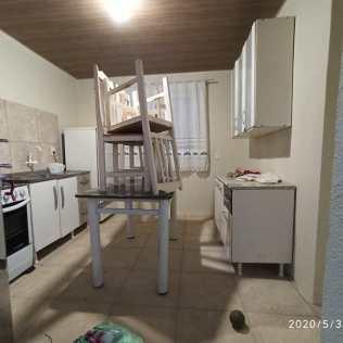 Fiéis conseguiram doação de móveis para compor nova casa.[Foto: Harry Metzner].