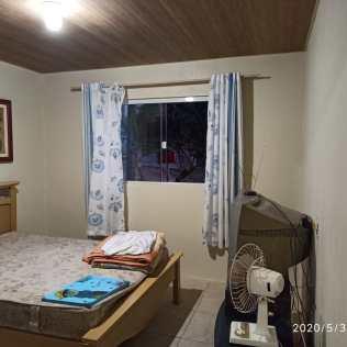 Voluntários conseguiram doação de móveis e cortinas para nova casa.[Foto: Harry Metzner].