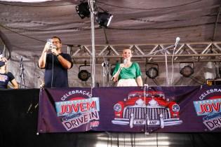 Dilson e Débora se apresentaram no culto drive-in. (Foto: Gustavo Cidral)