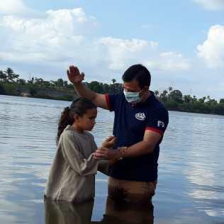 Família entrega a vida para Jesus