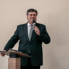 Pastor Hiram Kalbermatter participa da reinauguração (Foto: Davner Toledo)