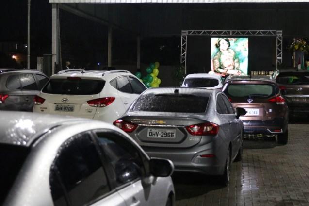 Apresentação dos vídeos foi feita no estacionamento da escola no formato Drive In