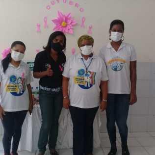 A coordenadora do Projeto Cidinho e as funcionárias da Secretaria de Saúde do Estado, ajudaram a organizar a ação para as mães do projeto (Foto: Divulgação)