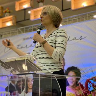 Denise Lopes durante partipação no evento. [Foto: Ana Luiza Ávila de Andrade].