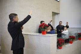 Primeiros batismos dos pastores ordenados. Esposas dos ordenados receberam homenagens por seu papel no ministério do esposo. [Foto: Paulo Ribeiro].