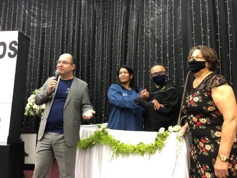 No final do programa, a cuidadora Marilu Alves da Costa foi batizada (Foto: João Neto).