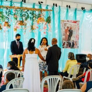 Professora faz homenagem para os noivos (Foto: Divulgação)