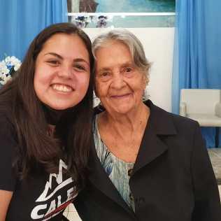 Dona Irma e sua neta Maria. [Foto: Arquivo de familiares].