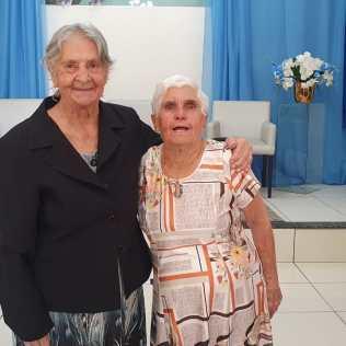 Amigas há mais de 30 anos se batizaram no mesmo dia em Chapecó. [Foto: Arquivo de familiares].