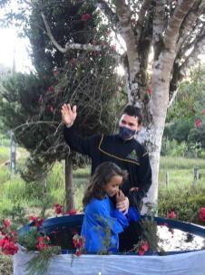 O pastor Anessandro batizando a Samuel da Paixão. (Foto: Colaboração)