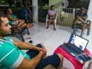 Em Jacilândia familiares assistem o programa por meio do notebook