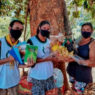 7 famílias receberam cestas especiais, contendo cerca de 30 kg de alimento cada. (Foto: Reprodução)