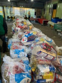 50 cestas básicas doadas no sábado, 8 de maio.