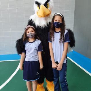 Maria Eduarda Cardoso Alves e Maria Sophia Monteiro Cabral - 3 ano