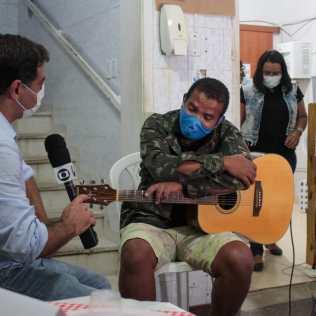 Ronilson Costa, cantou e contou sua história para a imprensa local. (Foto: Edivam Silva)