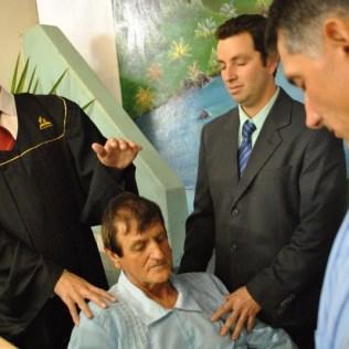 Após mais de 40 anos orando pelo seu pai, o pastor Amilton teve a alegria de batizá-lo