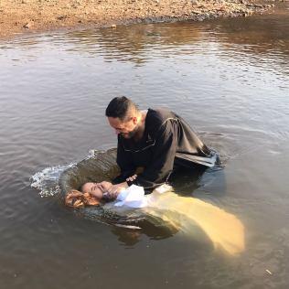 Foto: divulgação (Batismo em Uruaçu - GO)