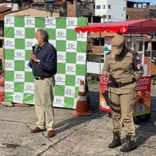 Giuseppe Carbone e a Capitã PM Aline. (Foto: Elder Barbosa)