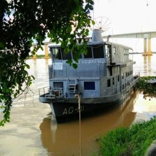 Luminar V ancorada que, atualmente, é usada como viatura da Marinha do Brasil). Arrecadação de donativos. (Foto: Reprodução)