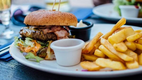 Alimentos industrializados: praticidade que pode trazer malefícios