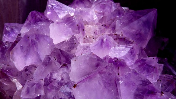 Clivagem permite identificação dos variados tipos de minerais