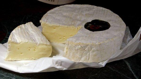Queijo camembert tem sabor suave e adocicado por trás da casca branca
