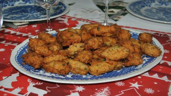 Bolinho de bacalhau é receita popular no Brasil e no mundo