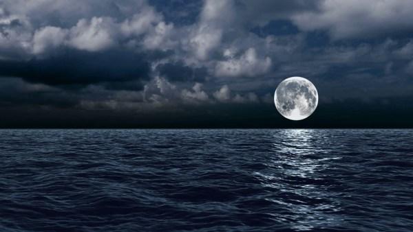 Marés são o fluxo e refluxo das águas do mar, que sobem e descem