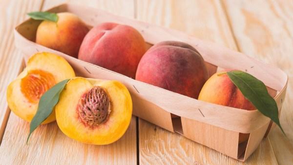 Pêssego é fruta doce rica em fibras e de baixo teor calórico