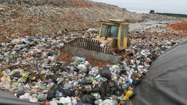 Aterro sanitário precisa de leis e normas rigorosas para funcionar