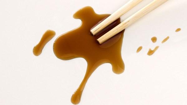 Shoyu é uma mistura de soja, cereal torrado, sal marinho e água