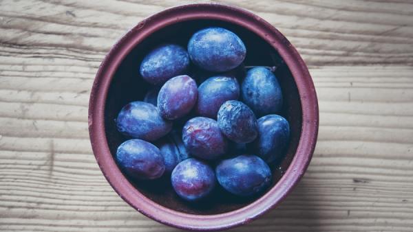 Tipos de ameixa destacam diferentes sabores e benefícios