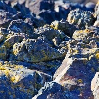 Rochas, agregados sólidos, compõem a camada externa da Terra