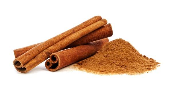 Benefícios da canela englobam funções antioxidantes e anti-inflamatórias