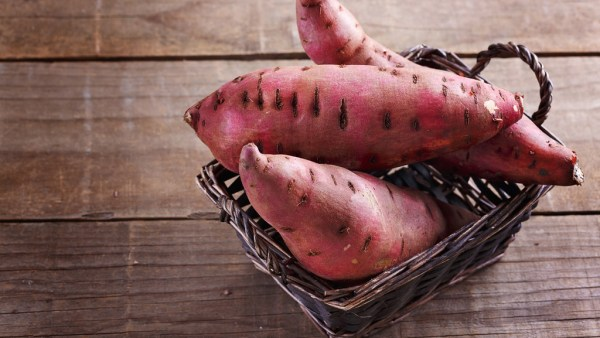 6 benefícios da batata doce que tornam o seu consumo mais interessante