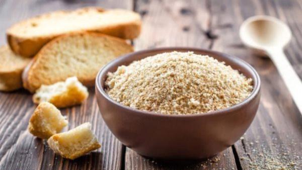 Farinha de rosca, pão seco e moído, é utilizada em muitas receitas