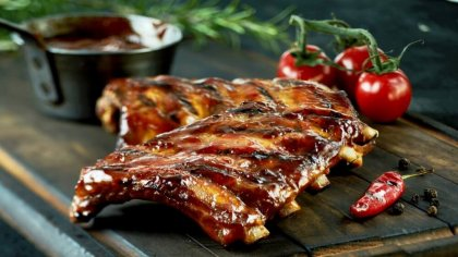 Costelinha de porco é carne versátil e bastante saborosa