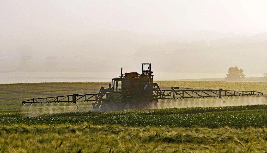 Aplicação de insumo na lavoura. Herbicida dicamba é aplicado da mesma forma.